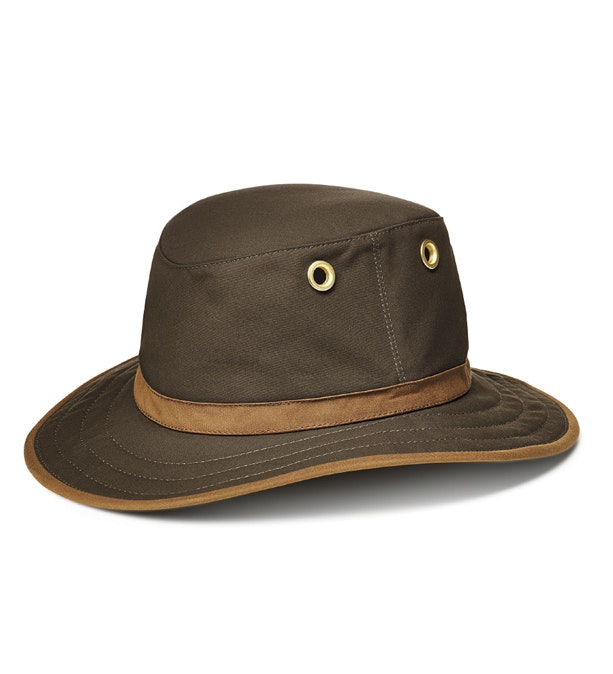 UV-protective, waxed cotton outback hat.