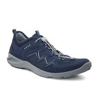 Breathable multisports shoe.