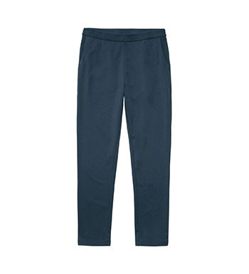 Relaxed, functional trousers for travel and everyday.